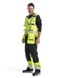 Blåkläderin turvavärinen riipputaskuliivi 3032 on hyvä liivi sähkömiehelle, rakentajalle, teollisuutteen ja maatalouteen. Työliivissä on neljä irrotettavaa riipputaskua.